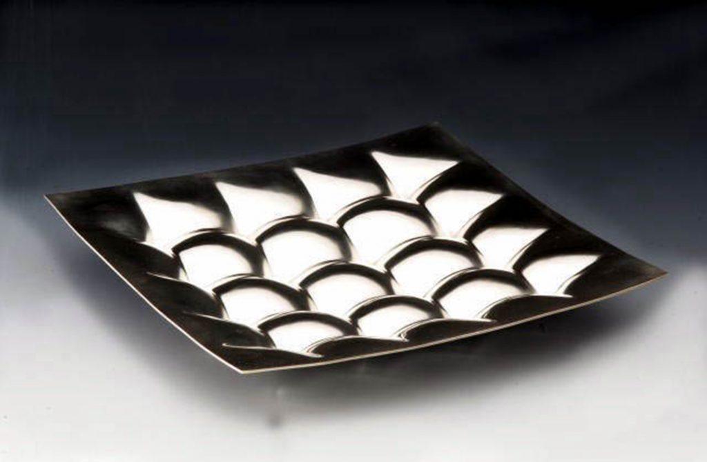 """schaal """"gekappitonneerd"""" zilver 2001"""