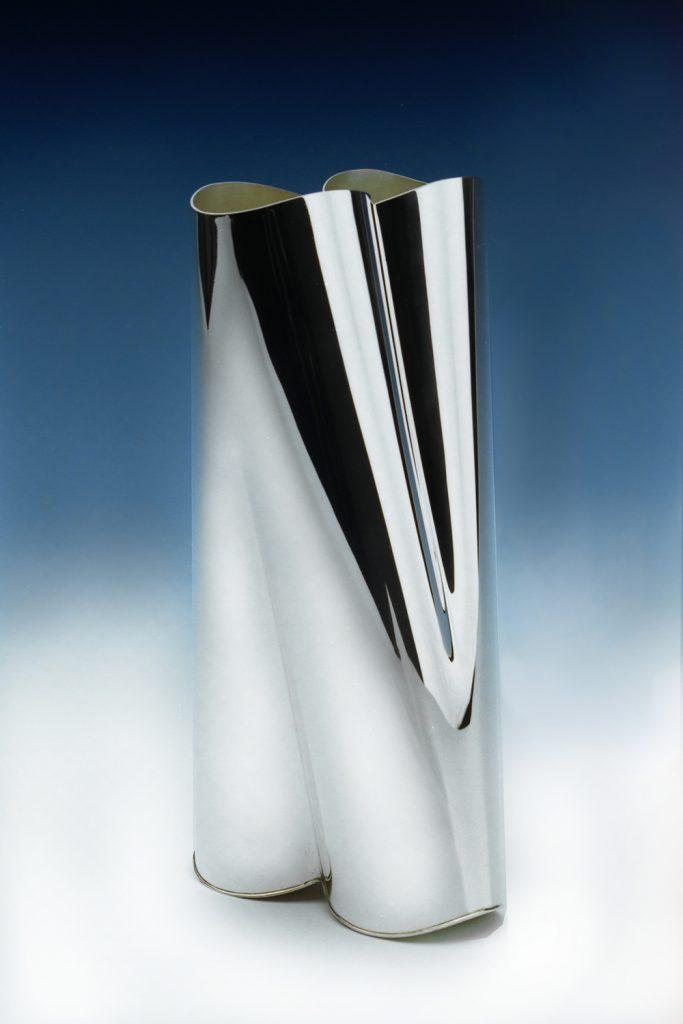 <b>Titel</b>: Vaas Male / Female<br><b>Materiaal</b>: Zilver<br><b>Afmetingen</b>: 50 x 50 x 40